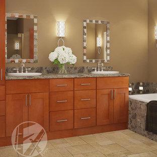 サンディエゴの中サイズのトランジショナルスタイルのおしゃれなマスターバスルーム (フラットパネル扉のキャビネット、淡色木目調キャビネット、ドロップイン型浴槽、茶色い壁、磁器タイルの床、オーバーカウンターシンク、御影石の洗面台) の写真