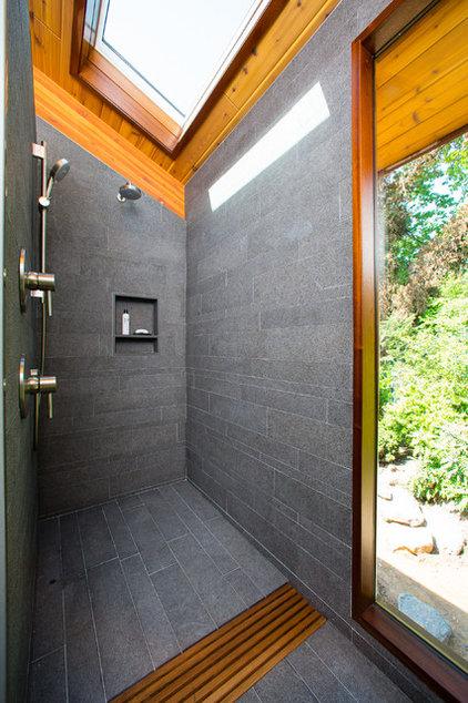 Contemporary Bathroom by Workshop11