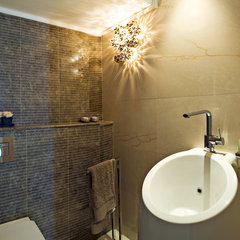 modern bathroom by Yaniv Schwartz - Photographer