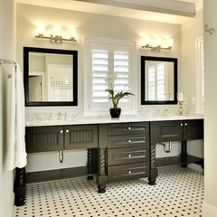 traditional bathroom by Echelon Custom Homes