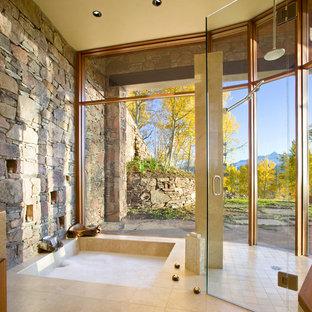 Ispirazione per una stanza da bagno padronale contemporanea con vasca ad alcova, piastrelle beige e pavimento con piastrelle in ceramica