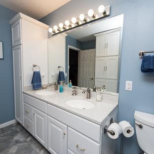 Ejemplo de cuarto de baño con ducha, contemporáneo, de tamaño medio, con armarios con paneles con relieve, puertas de armario blancas, paredes azules, suelo laminado, lavabo integrado, encimera de ónix, suelo gris y ducha con cortina