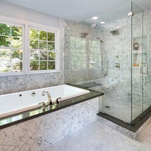 Imagen de cuarto de baño principal, tradicional renovado, de tamaño medio, con encimera de cuarzo compacto, bañera encastrada, ducha doble, baldosas y/o azulejos de piedra, suelo de mármol, baldosas y/o azulejos blancos y paredes grises