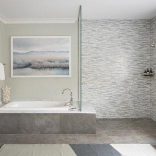 Bild på ett stort vintage vit vitt en-suite badrum, med ett platsbyggt badkar, en kantlös dusch, grå väggar, grått golv, med dusch som är öppen, möbel-liknande, skåp i mellenmörkt trä, grå kakel, stickkakel, klinkergolv i porslin, ett undermonterad handfat och marmorbänkskiva