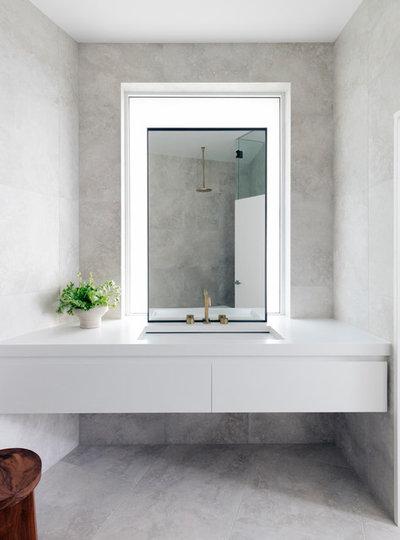 Модернизм Ванная комната by Customconstruction Pty Ltd