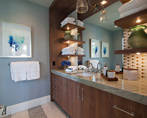 badezimmer mit gr nen fliesen und blauer wandfarbe design ideen beispiele f r die badgestaltung. Black Bedroom Furniture Sets. Home Design Ideas