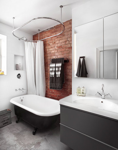 Industrial Cuarto de baño by Lisa Petrole Photography