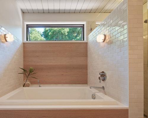 Salle de bain rétro avec une baignoire posée : Photos et idées ...