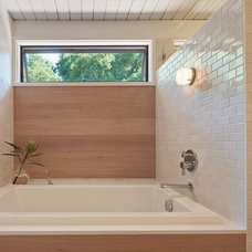 Midcentury Bathroom by yamamar design