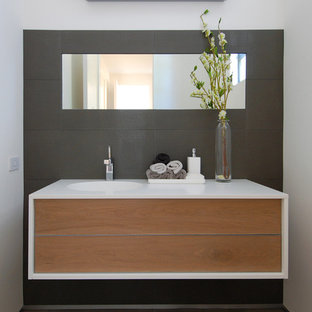 Minimalist bathroom photo in San Francisco with an integrated sink