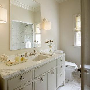 Klassisches Badezimmer mit Kassettenfronten, Unterbauwaschbecken und beigen Schränken in San Francisco