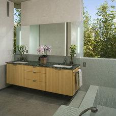 Modern Bathroom by Jesse Bornstein Architecture