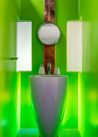 Modern Bathroom by Studio 360 Solutions Inc