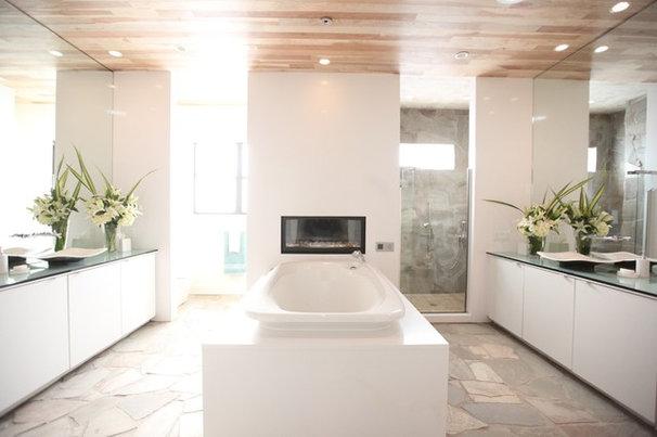 Traditional Bathroom by Bayless Custom Homes Inc.