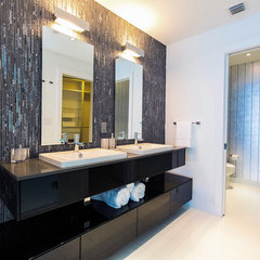contemporary bathroom by Cardenas+Kriz design studio