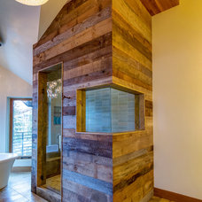 Rustic Bathroom by Tommy Chambers Interiors, Inc.