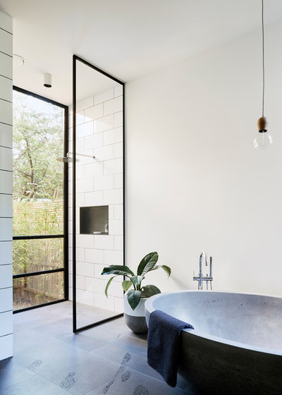 Industrial Bathroom by PLANtoBUILD
