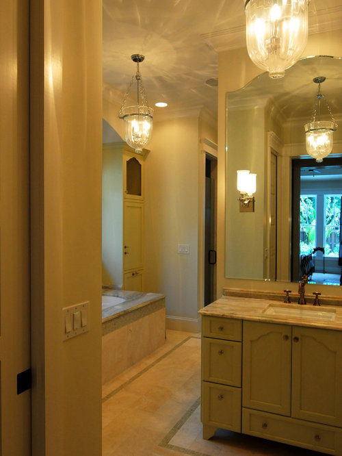 Craftsman tampa bathroom design ideas remodels photos for Bath remodel tampa