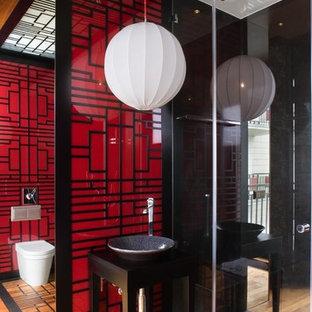 Imagen de cuarto de baño de estilo zen con lavabo sobreencimera y paredes rojas