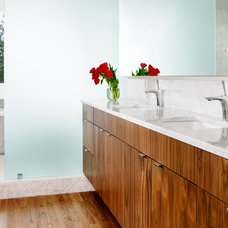 Modern Bathroom by RisherMartin Fine Homes