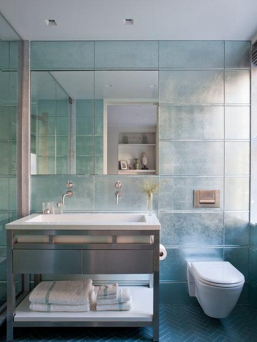 Salle De Bain Avec Un Lavabo Int Gr Et Un Carrelage Bleu Photos Et Id Es D Co De Salles De Bain
