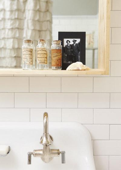 Scandinavian Bathroom by Jenn Hannotte / Hannotte Interiors