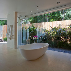 Contemporary Bathroom by EPT DESIGN