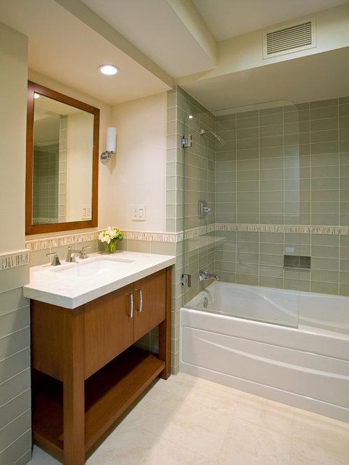 Salle de bain avec un sol en travertin et un carrelage - Carrelage sol vert ...
