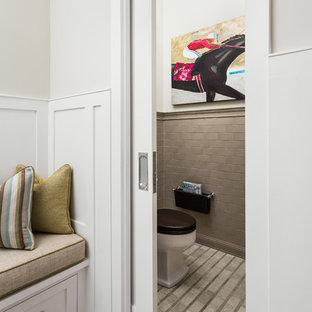 Exempel på ett litet klassiskt badrum, med grå kakel och vita väggar