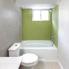 Transitional Bathroom by Brunelleschi Construction