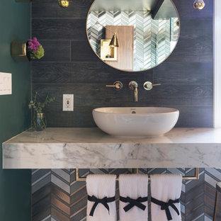 На фото: ванная комната в стиле современная классика с