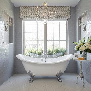Foto de cuarto de baño principal, clásico, con bañera con patas, baldosas y/o azulejos grises, baldosas y/o azulejos de cemento, paredes grises y suelo blanco