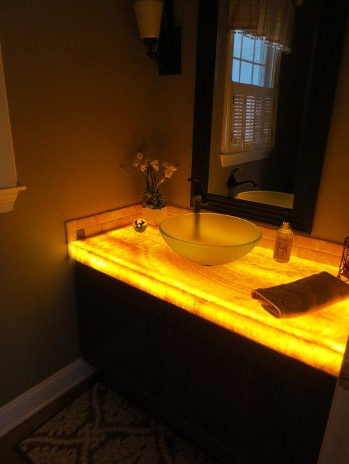 badezimmer mit onyx waschbecken waschtisch und metrofliesen ideen design bilder houzz. Black Bedroom Furniture Sets. Home Design Ideas