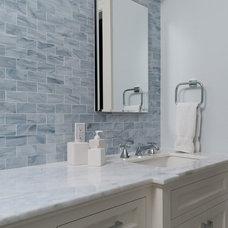 Modern Bathroom by Fivecat Studio | Architecture
