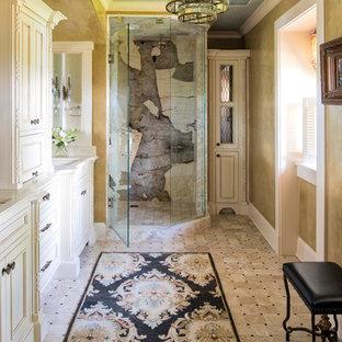Foto di una stanza da bagno padronale american style con ante con riquadro incassato, ante beige, doccia ad angolo, piastrelle multicolore, lastra di pietra, lavabo sottopiano, pavimento multicolore, porta doccia a battente e top beige