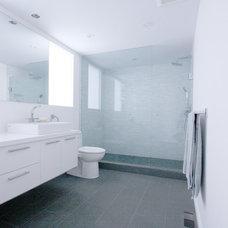 Modern Bathroom by MILLWORX