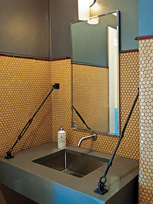 salle de bain avec un carrelage orange et un mur vert photos et id es d co de salles de bain. Black Bedroom Furniture Sets. Home Design Ideas