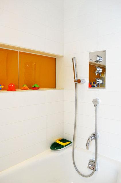 Modern Bathroom by West Chin Architects & Interior Designers