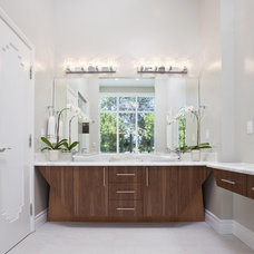 Modern Bathroom by Mark English Architects, AIA
