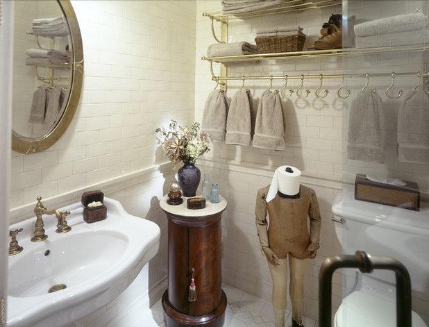 Классический Ванная комната by Peter S. Balsam Associates