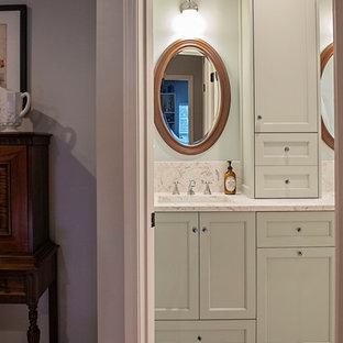 ナッシュビルの中サイズのシャビーシック調のおしゃれなバスルーム (浴槽なし) (落し込みパネル扉のキャビネット、緑のキャビネット、青い壁、アンダーカウンター洗面器、珪岩の洗面台、グレーの床、マルチカラーの洗面カウンター、セラミックタイルの床) の写真