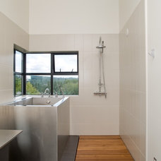 Modern Bathroom by PLACE architect ltd.