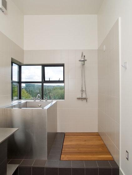 Modern Bathroom by PLACE architect ltd.