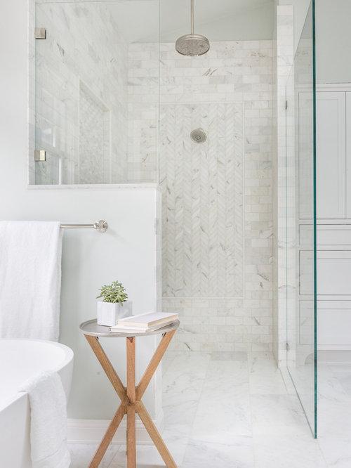 badezimmer mit japanischer badewanne und blauen w nden