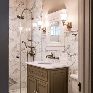 Ispirazione per una piccola stanza da bagno con doccia classica con ante in stile shaker, ante grigie, doccia alcova, piastrelle bianche, piastrelle di marmo, pareti bianche, pavimento con piastrelle a mosaico, lavabo sottopiano, top in superficie solida, pavimento bianco e porta doccia a battente