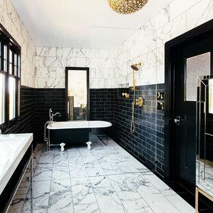 Geräumiges Modernes Badezimmer En Suite mit verzierten Schränken, Löwenfuß-Badewanne, offener Dusche, Toilette mit Aufsatzspülkasten, schwarz-weißen Fliesen, Steinfliesen, Marmorboden, Trogwaschbecken und offener Dusche in San Francisco