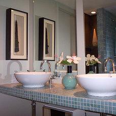 Modern Bathroom by pierre senechal