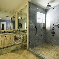 Mediterranean Bathroom by Pilar Sierra