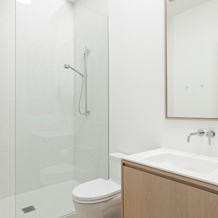 Example of a minimalist open shower design in San Francisco