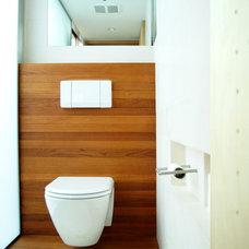 Modern Bathroom by Resolution: 4 Architecture